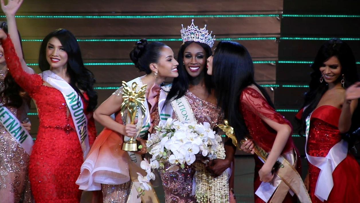 Miss USA คว้ามงกุฎ Miss International Queen 2019 ขณะที่ตัวแทน